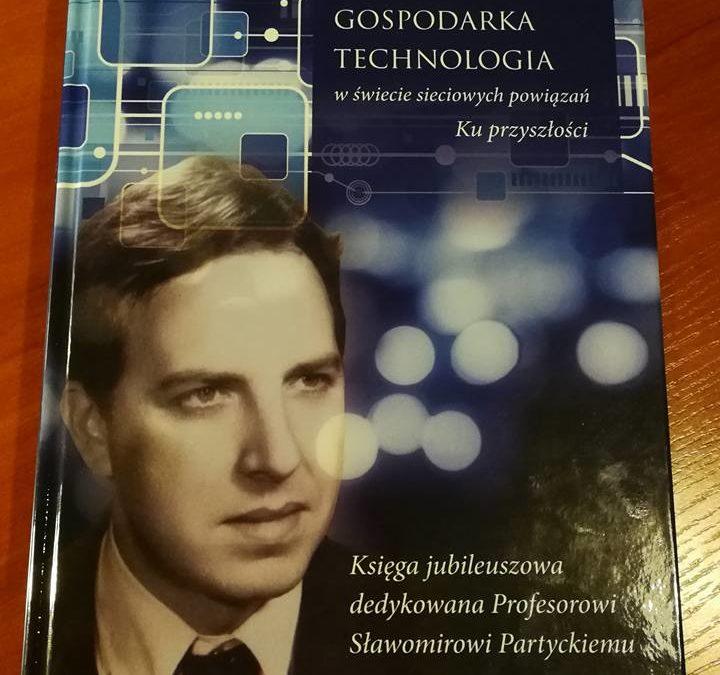 Stowarzyszenie otrzymało Księgę jubileuszową dedykowaną Profesorowi Sławomirowi Partyckiemu