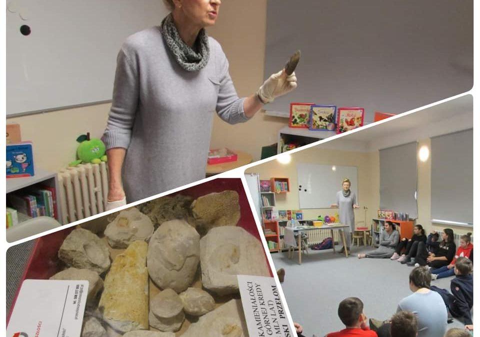 Lekcja paleontologii dla uczniów Szkoły Podstawowej nr 4 w Puławach.